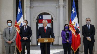 Presidente de Chile promulga ley que rebaja salarios a funcionarios públicos