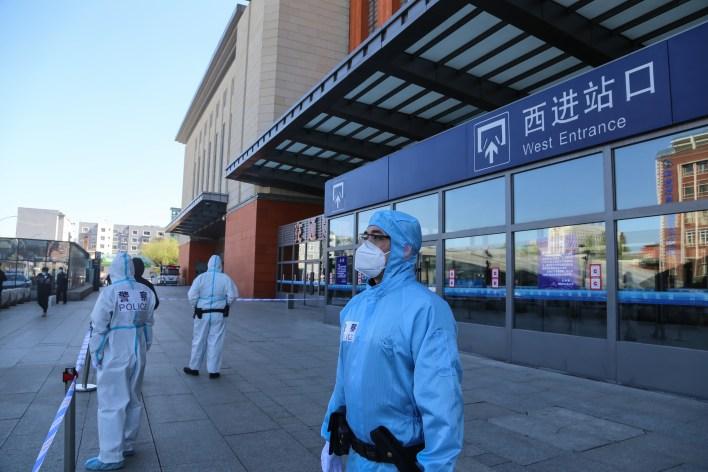 """Ciudad china cierra parcialmente por """"riesgo mayor"""" de propagación del coronavirus 4"""