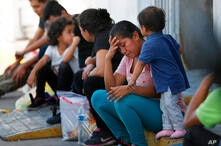 Autoridades migratorias de Estados Unidosregresan cada día más centroamericanos a México para esperar las fechas en la corte de inmigración.