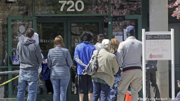 Estados Unidos: Solicitudes de subsidio por desempleo bajaron a 873,000 en la última semana 1