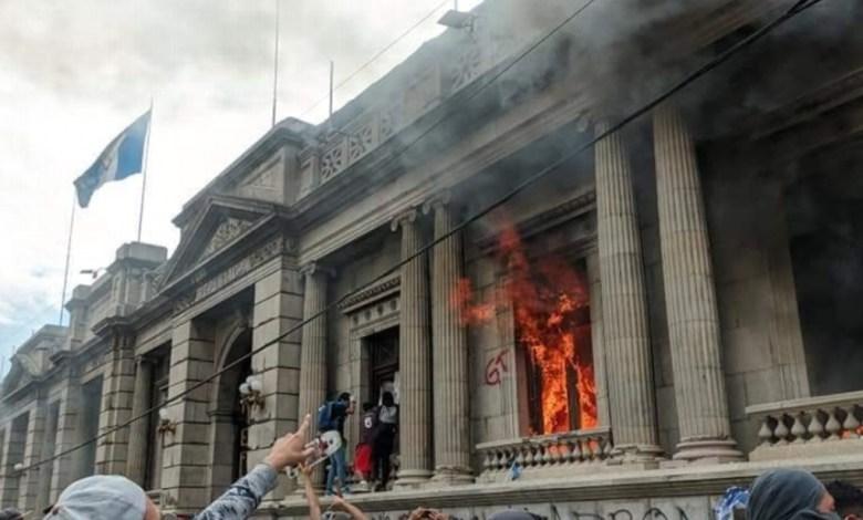 Congreso de Guatemala suspendió aprobación de presupuesto 2021 tras protestas 1