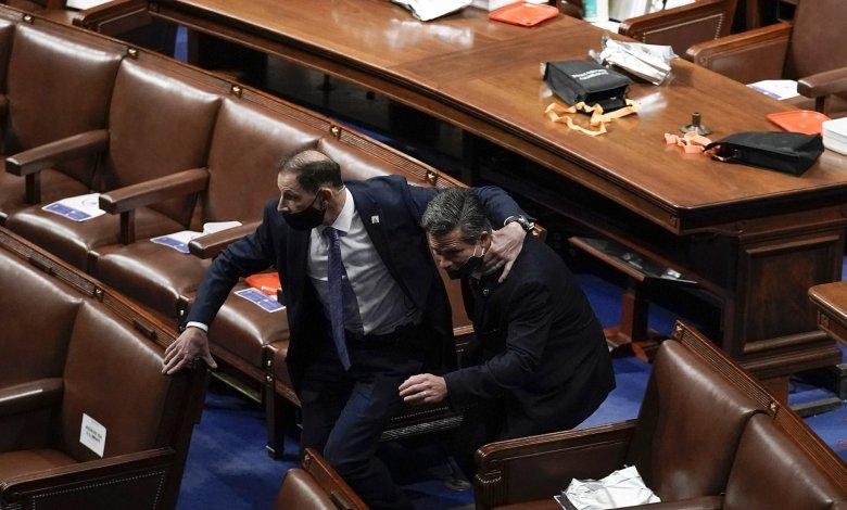 Miembros del Congreso consideran invocar la vigésima quinta enmienda en vista de lo ocurrido en D.C. 1