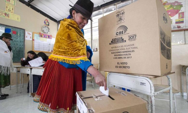 Elecciones en Ecuador: Pérez y Lasso pelean voto a voto el pase a segunda vuelta 1