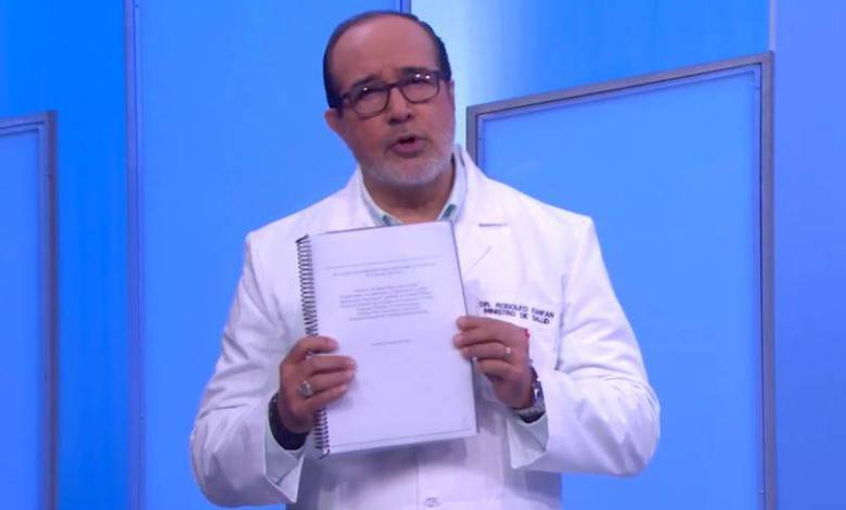 Ministro de Salud ecuatoriano renuncia por escándalo de vacunación irregular 1