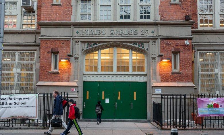 Alcalde de Nueva York anuncia que escuelas públicas reabrirán en setiembre 1