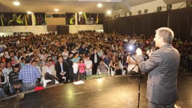 Photo of San Luis: Poggi entregó 200 viviendas en el acto más importante de su gestión