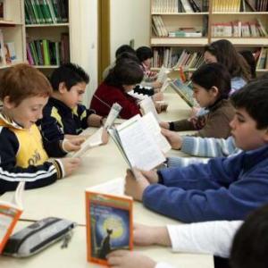 alumnos-biblioteca-escolar