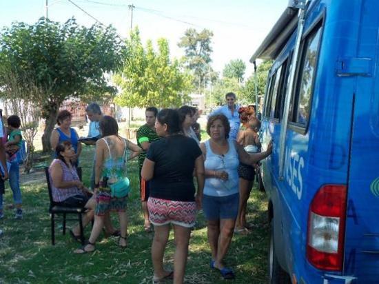 pag.4_vecinos con la Campora