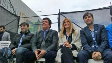 Castelli: Verónica Magario y Fernando Espinoza en una foto con Bossio