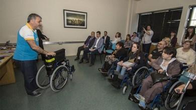 Photo of Solidaridad: Entrega conjunta de sillas de ruedas entre la UNLaM y Silsa
