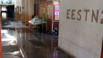 Photo of Un alumno publicó en facebook que rompió la cañería de su escuela