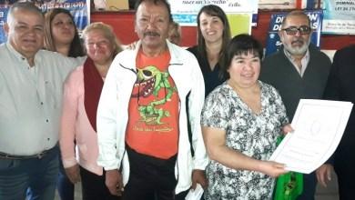 Photo of Familias de Rafael Castillo recibieron su escritura