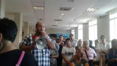 Photo of Trabajadores son despedidos en el Hospital Posadas