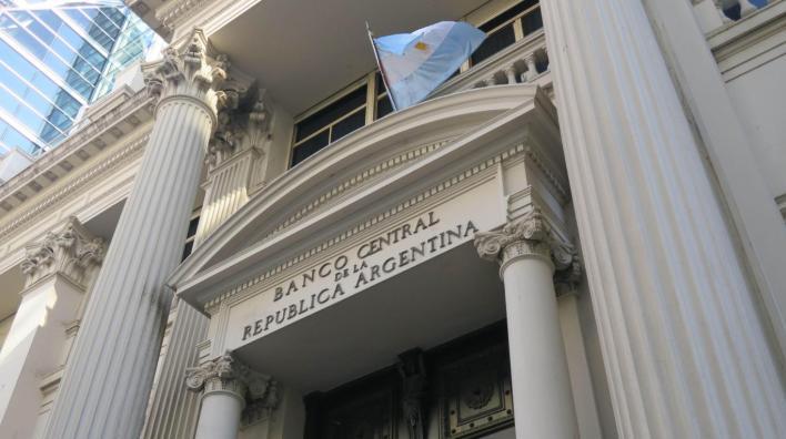 Para frenar al dólar, el Banco Central sale a cancelar Lebac