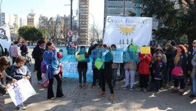 Photo of Crecen las protestas por falencias edilicias en los colegios y La Plata ya es la «capital del piquete»