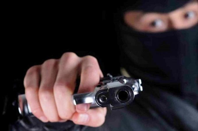 La Plata: dos delincuentes armados raptaron y le desvalijaron la casa a un metalúrgico