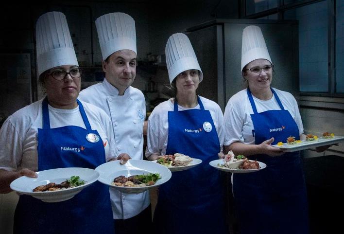 -Una alumna de la Escuela de Gastronomía municipal participó de un concurso de cocina en el Hotel Sheraton