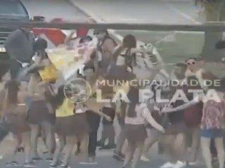 "Estaba alcoholizada e intentó atropellar a un grupo de jóvenes que festejaban su ""UPD"