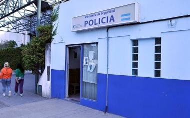 La Plata: raptan y violan a una chica de 13 años y vecinos destruyen la casa del presunto agresor