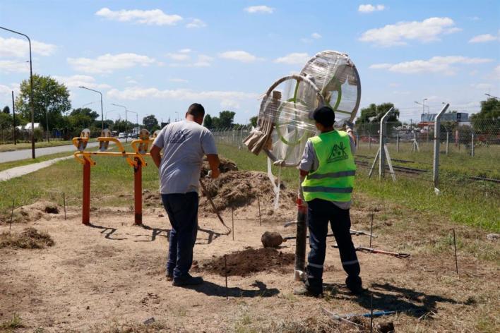 Con la colocación de estaciones saludables, avanza el mejoramiento integral del Barrio San Juan