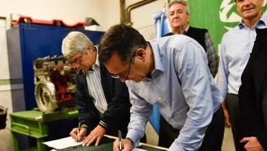 Photo of Educación y SMATA firmaron convenio para la adquisición de equipamiento tecnológico