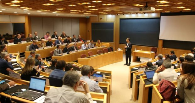 El intendente de Morón presentó el proyecto del «modelo aeronáutico», ante funcionarios, empresas y organizaciones