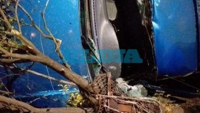 Photo of Al filo de otra tragedia vial en La Plata: chocó, volcó, lo tuvieron que rescatar y terminó internado