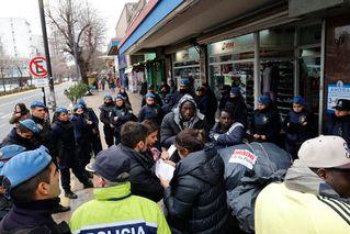 La peligrosa conexión en La Plata entre contrabando, venta callejera y trata de personas