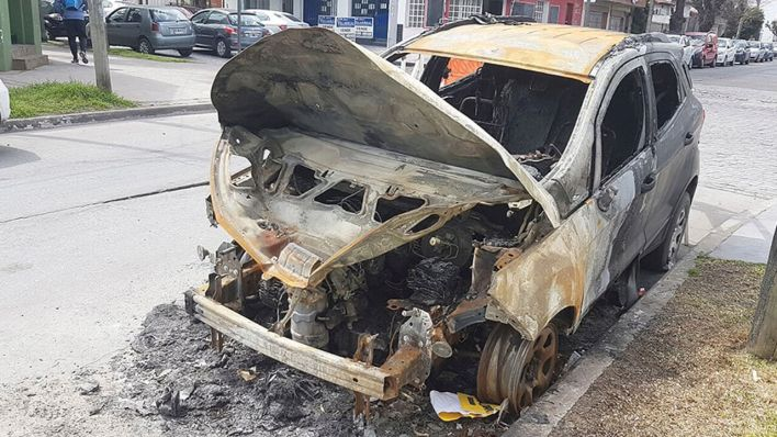 Morón: Así quedó el auto después del fuego