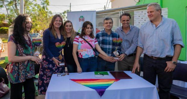 Hurlingham y San Martín firmaron un acuerdo en el que integran a organizaciones LGTBI a prácticas sociosanitarias