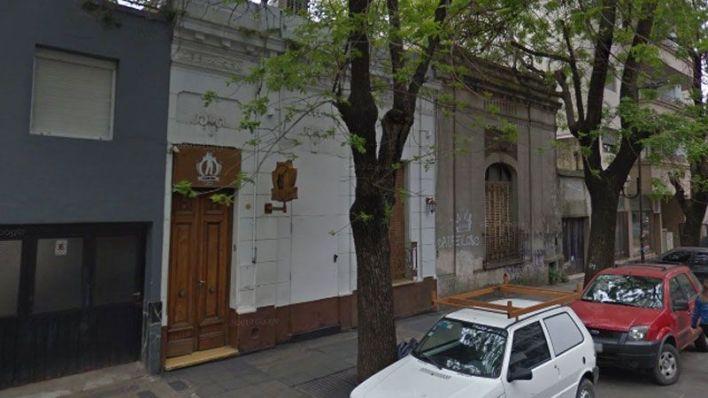 Abuso sexual en La Plata: una joven denunció fue violada por un policía en el baño de un boliche