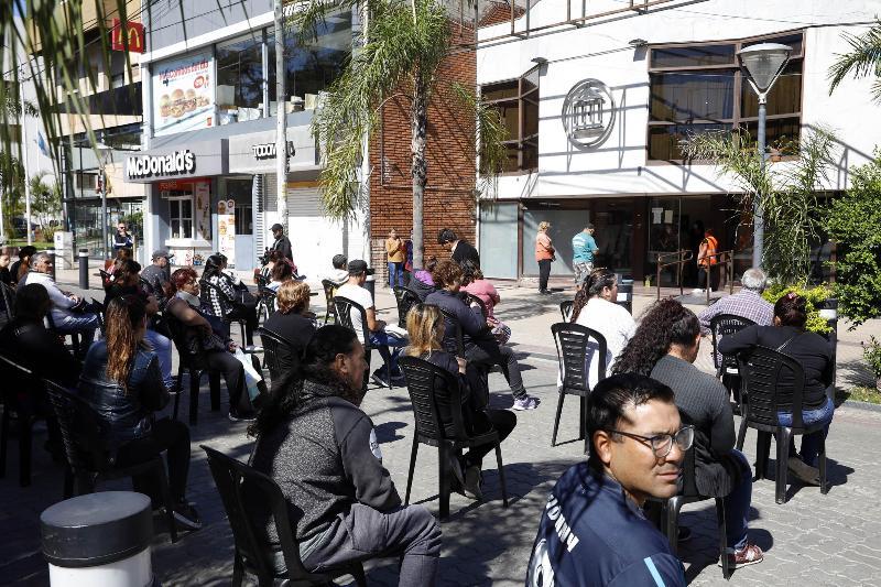 """Espinoza encabezó el operativo especial en los bancos de La Matanza y aseguró que """"el operativo seguirá durante todos los días de cobro"""""""