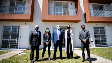 Photo of Kicillof participó junto a Alberto Fernández de la entrega de viviendas en Ezeiza y Florencio Varela