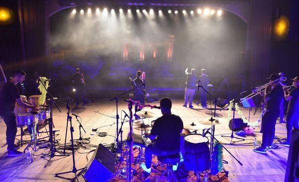 Aniversario 138º de La Plata: el Teatro del Lago volvió a vibrar con shows de artistas locales