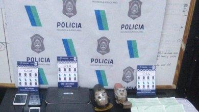 Photo of En operativo policial por desguace de autos en La Plata y Castelli detienen a tres personas y secuestran granadas