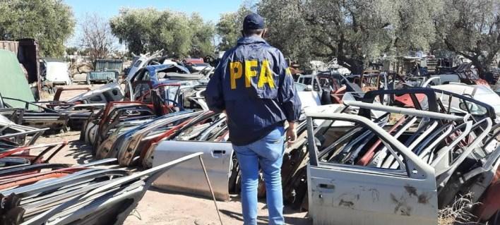 Con allanamientos en San Martín y Morón, desarticulan una banda que vendía autopartes robadas