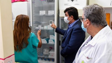 """Photo of Fernando Espinoza: """"Declararía a todo el personal de salud como héroes nacionales"""""""