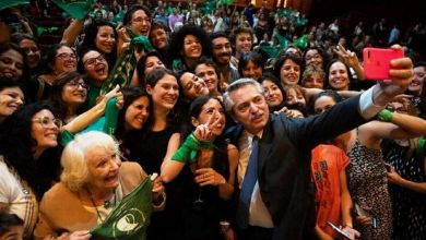 Photo of Tras la victoria de la ley del aborto en el Senado,  prometida en campaña, Alberto Fernández celebró la sanción