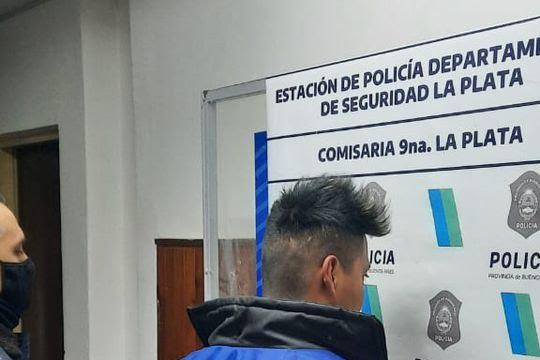 La Plata: en el centro comercial de calle 12 amenazó a una mujer con una botella cortada