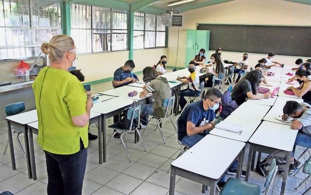 Alumnos de la escuela Juan B Diosdado, ubicada enGuanajuato,regresaron a clases presencialesluego de que 24 docentes dieron negativo a la prueba decovid-19.