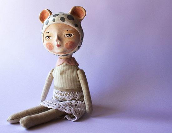 Muñeca original en papel mache