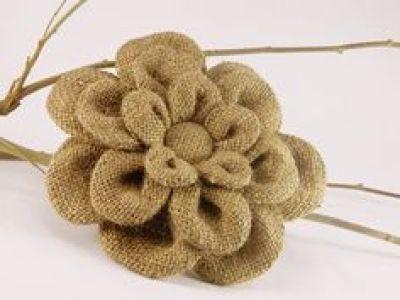 Flores de arpillera modelo costura plegada