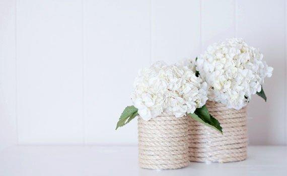 Ideas para reciclar latas, floreros hechos con latas forradas con cuerda, motivo rústico