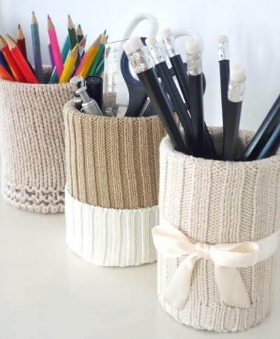 Ideas para reciclar latas, portalápices decorados con suéteres reciclados