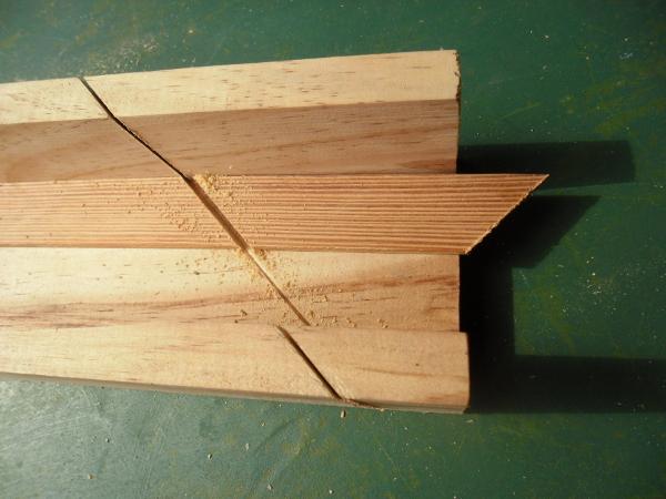 Como cortar la madera para hacer un marco de madera fácil