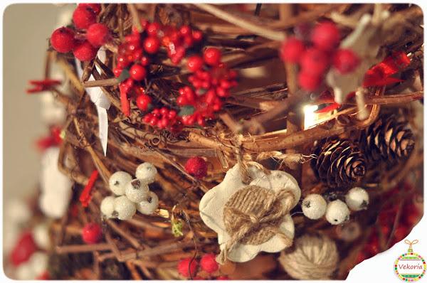 Decorar el arbol de navidad con piñas