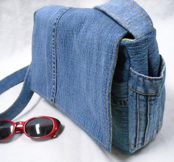 Modelo de bolso de jean reciclado con asa para colgar