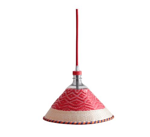 Modelo de lámpara hecha con una botella trenzada