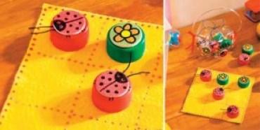 juguetes con materiales reciclados juego de ta te ti hecho con tapitas de botellas plásticas