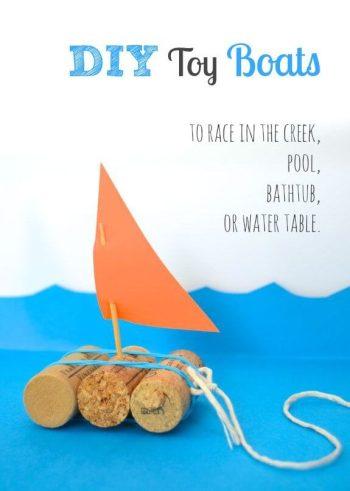 Juguetes con materiales reciclados bote hecho de corchos